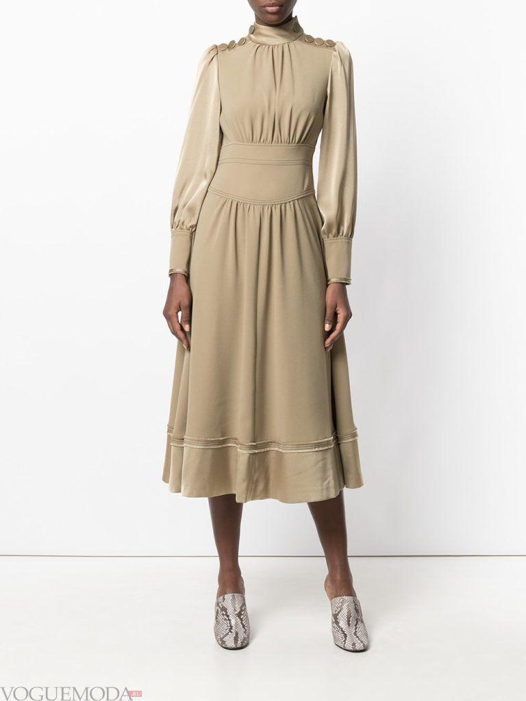 модное офисное платье бежевое