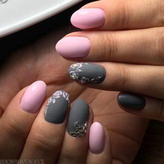 рисунок достом на двухцветных ногтях