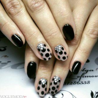 темные ногти с рисунком достом