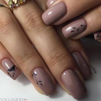 рисунком достом на нюдовых ногтях