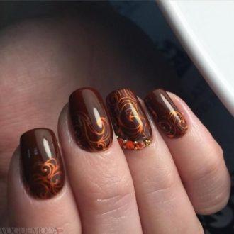 рисунком достом на коричневых ногтях