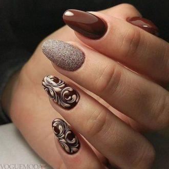 рисунком достом на цветных ногтях