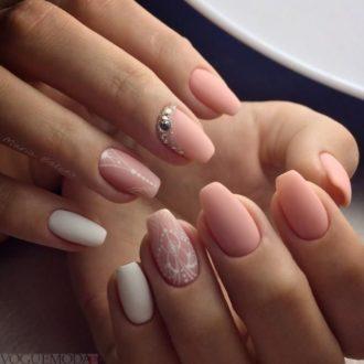 рисунком достом на матовых ногтях