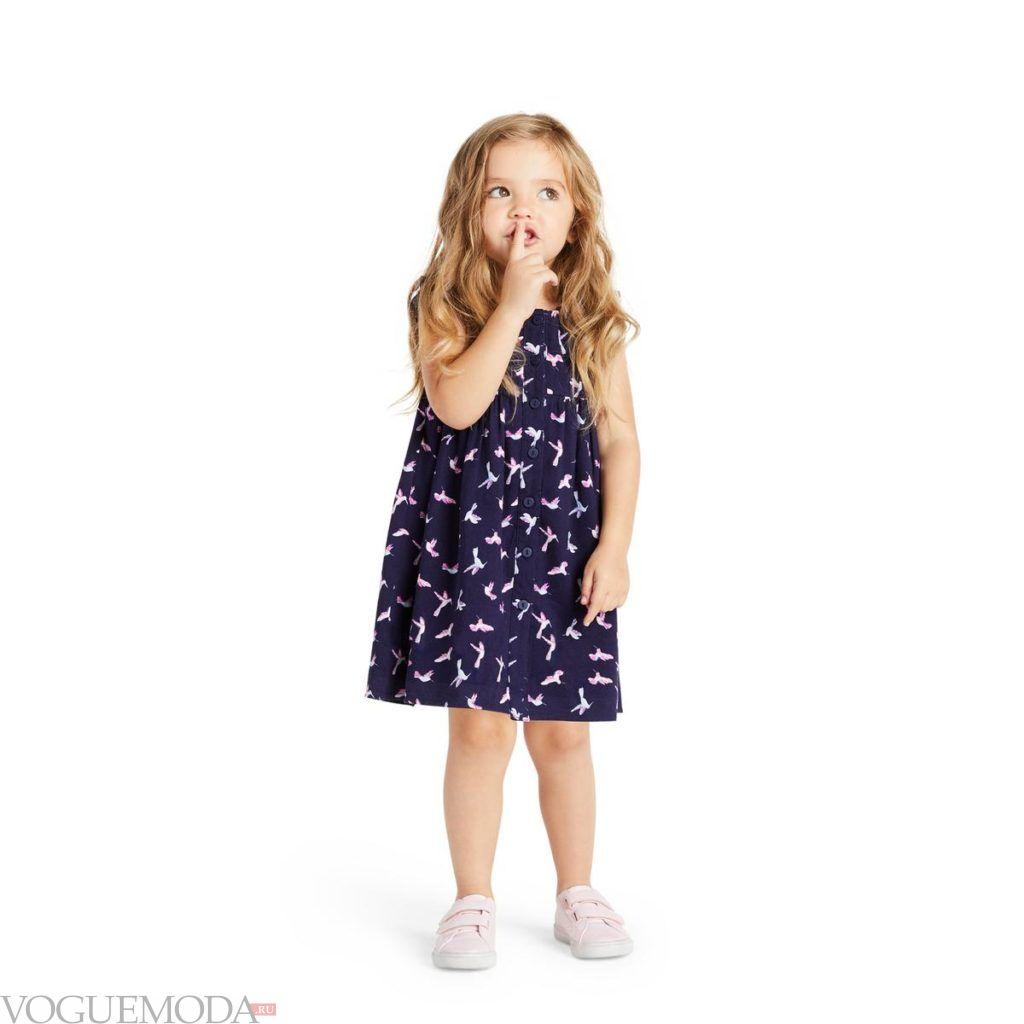 детское синее платье с принтом
