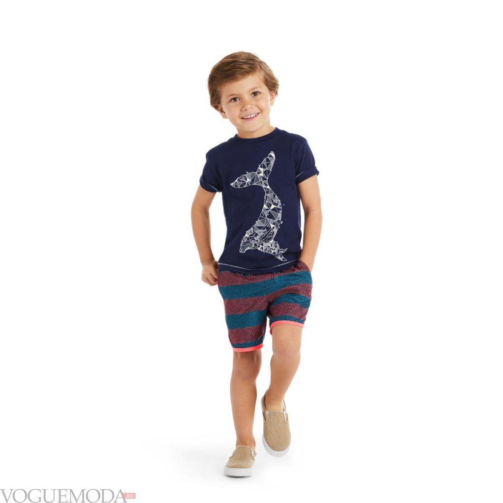 синяя детская футболка с рисунком