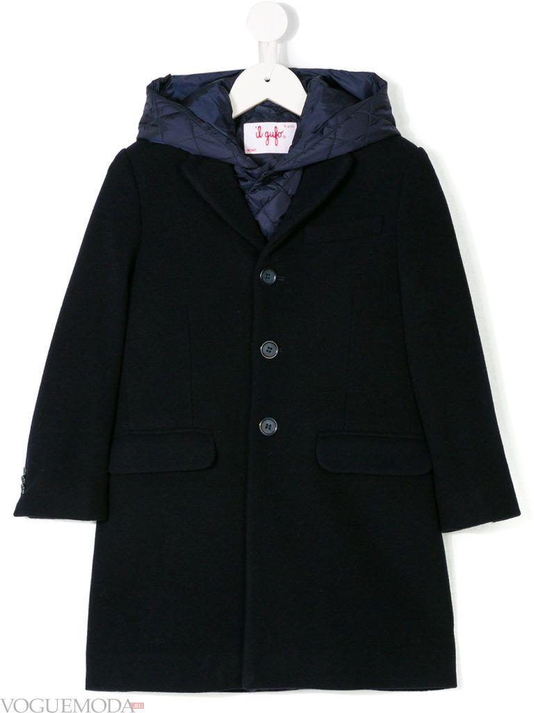 детское черное пальто с капюшоном