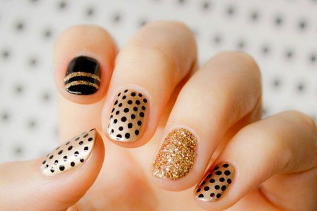 золотые ногти с черным узором