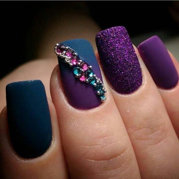 фиолетовый с камнями