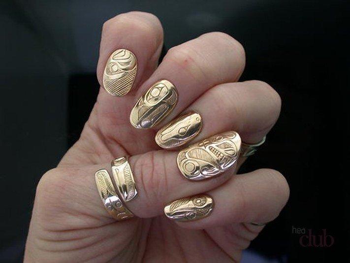 золотой фактурный маникюр