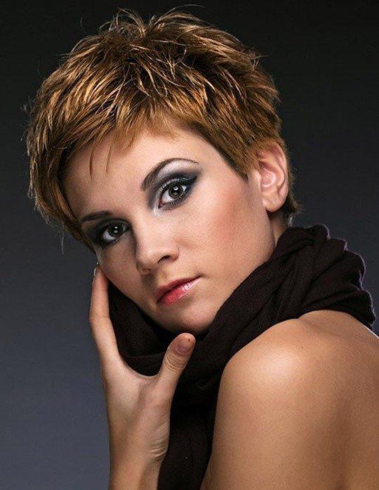короткая стрижка для женщин за 40 для рыжих волос