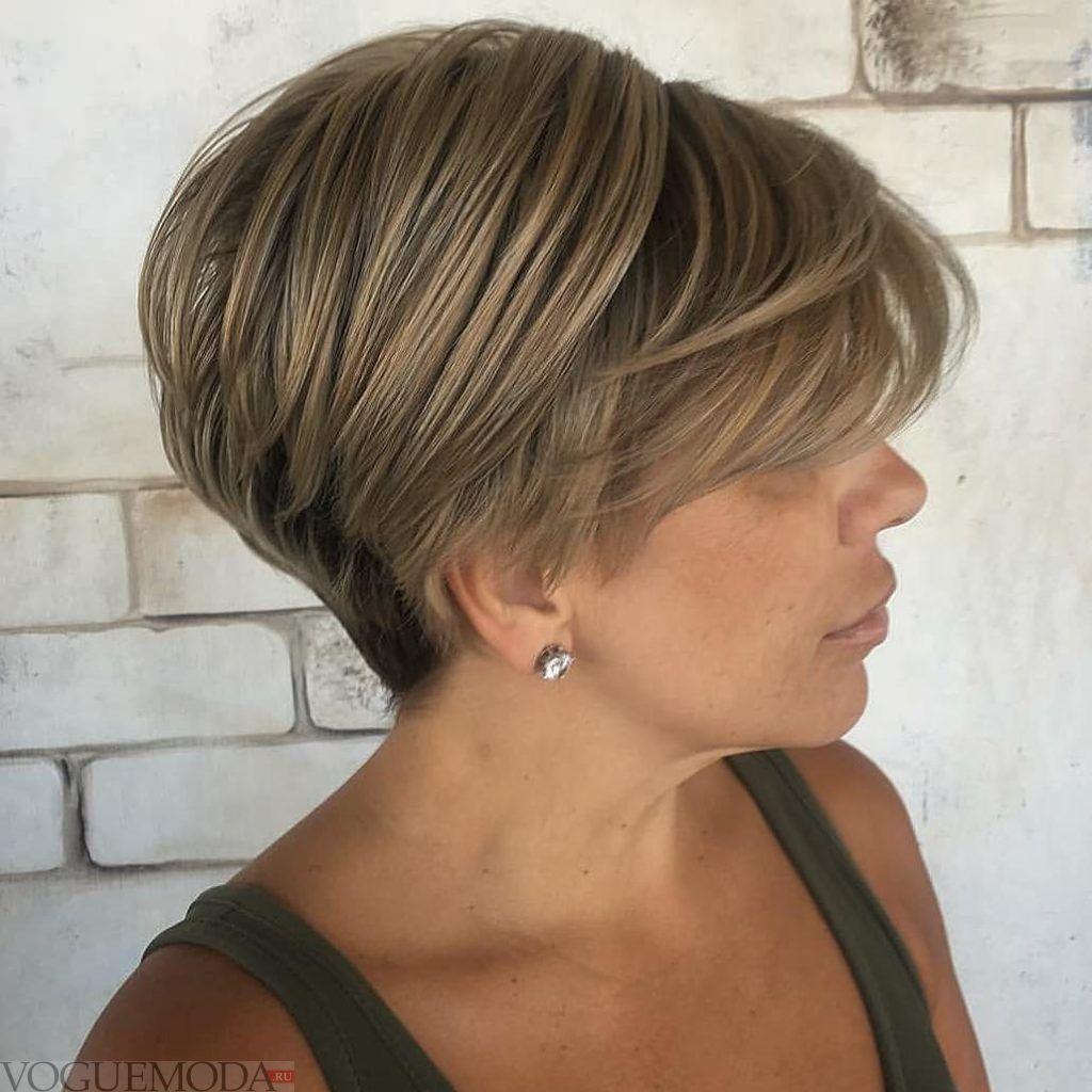 стрижка боб на короткие волосы цвета шампань