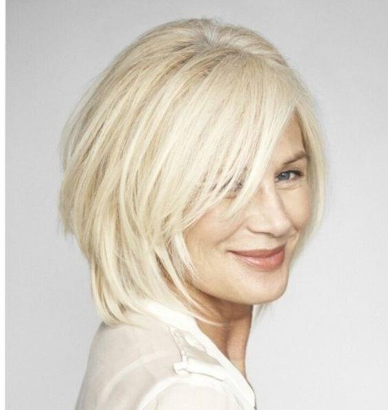 стрижка боб на короткие волосы цвета снежный блонд