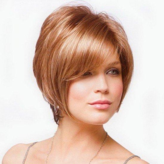 короткие волосы с челкой для женщин после 40 карамельного цвета