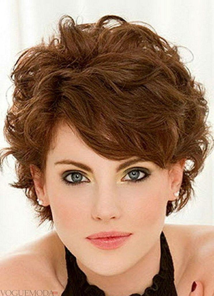 модная короткая стрижка на вьющиеся волосы