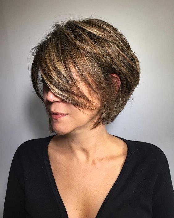 красивая короткая стрижка на вьющиеся волосы