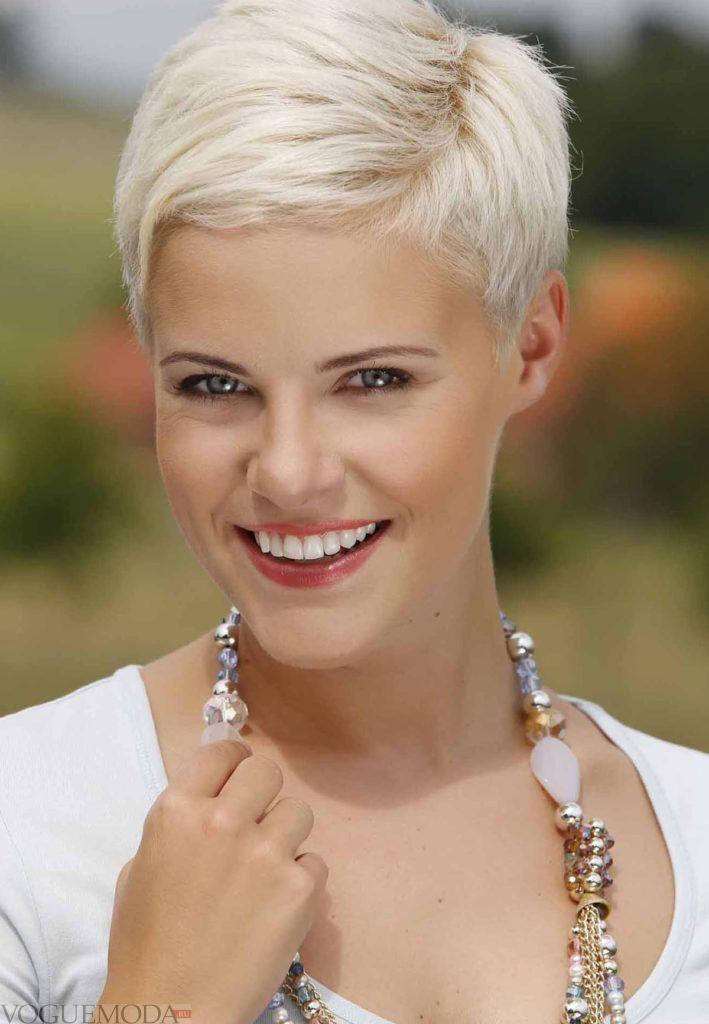 креативная стрижка на короткие волосы для блондинок