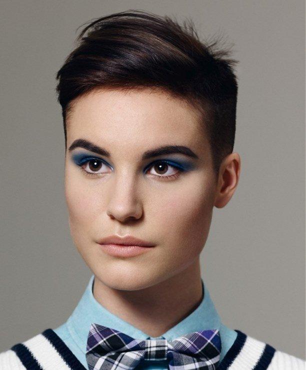 креативная стрижка на короткие волосы для шатенок