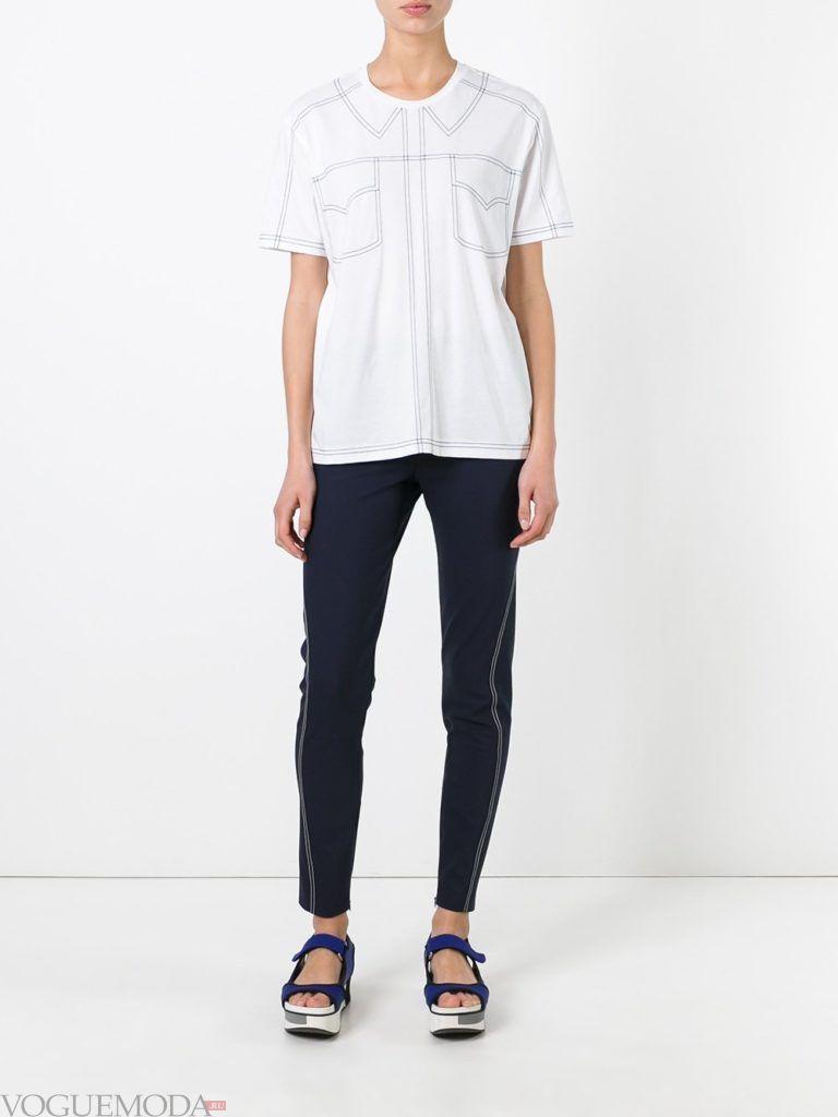 футболка с контуром и джинсы скинни