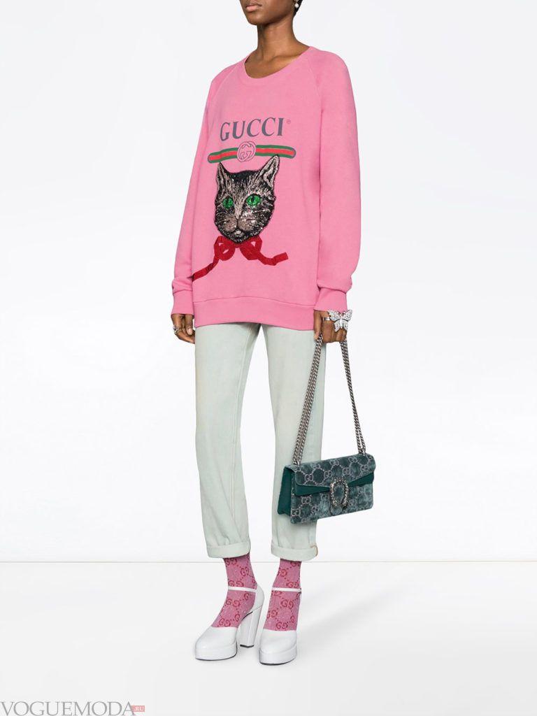 розовый свитшот с рисунком и брюки