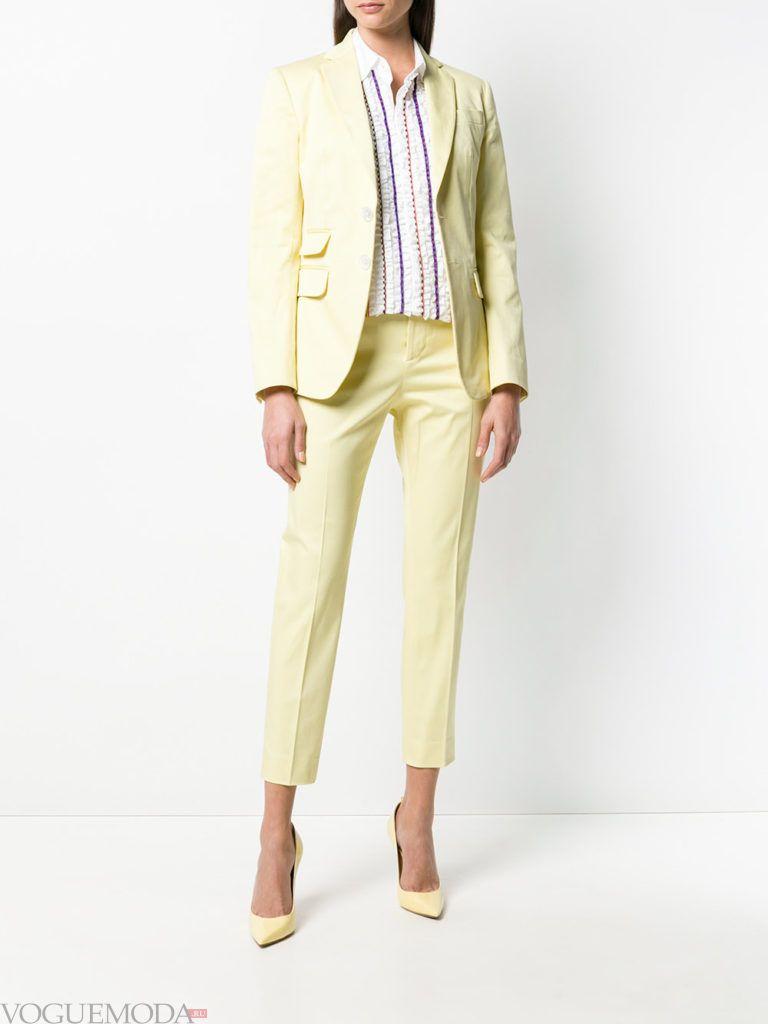 желтый костюм с укороченными брюками