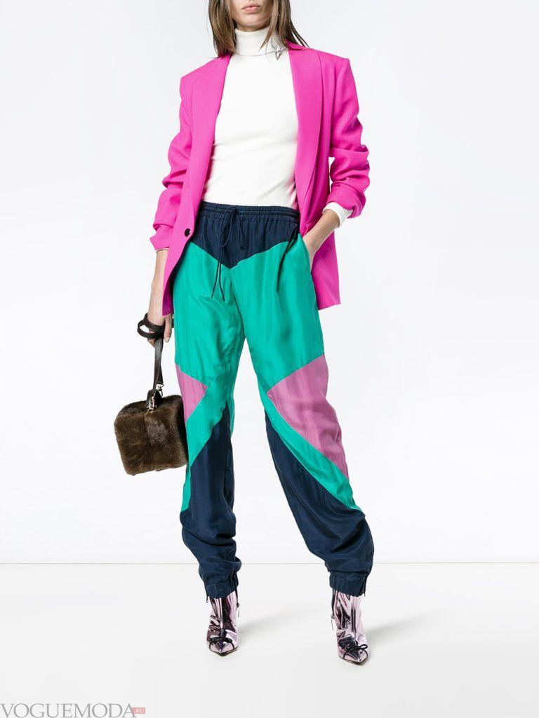 спортивные брюки колорблок и пиджак