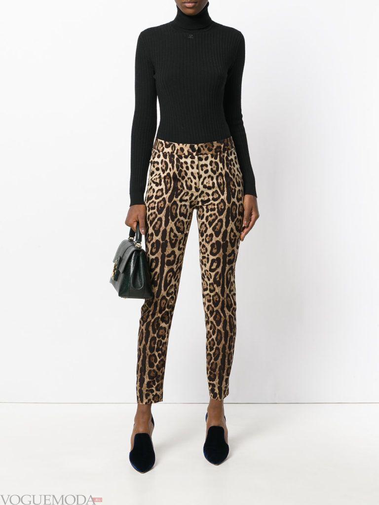 леопардовые брюки и черный гольф