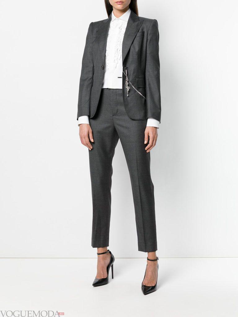 строгий костюм с укороченными брюками
