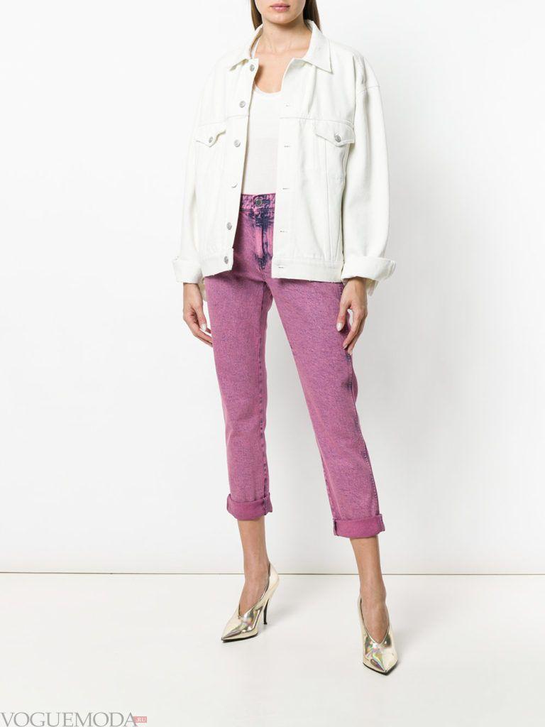 розовые джинсы и джинсовая куртка