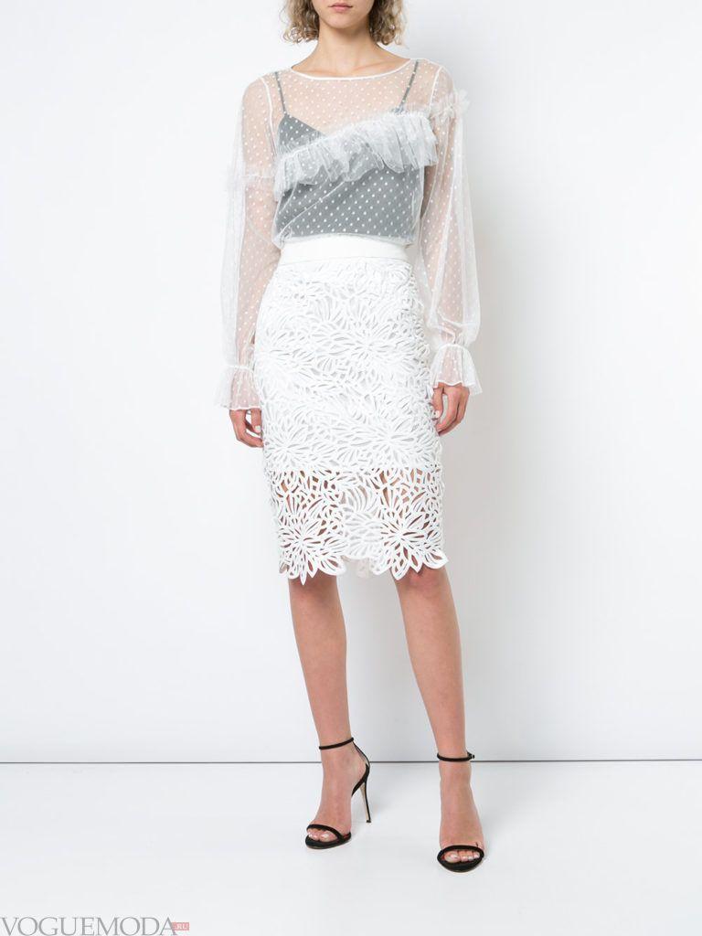 белая кружевная юбка и белая блуза