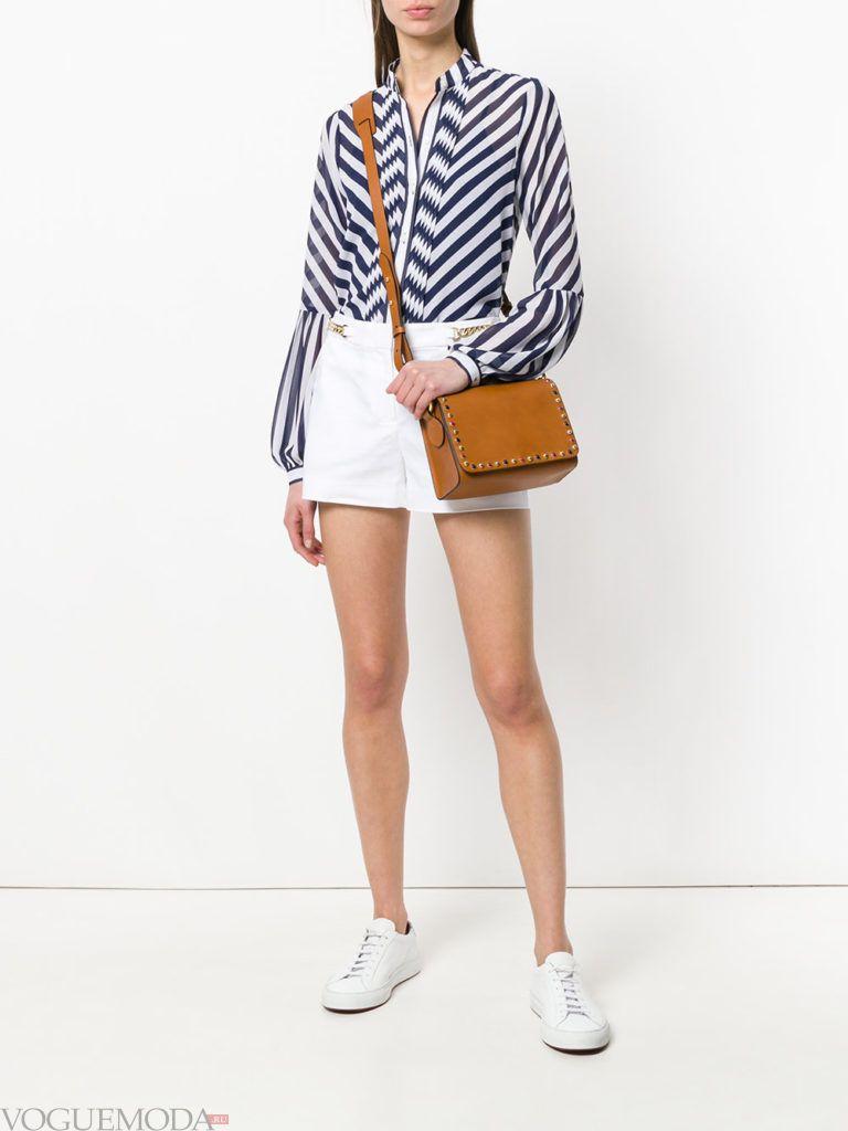 полосатая блузка и белые шорты