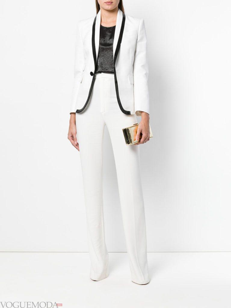 белый брючный костюм с окантовкой