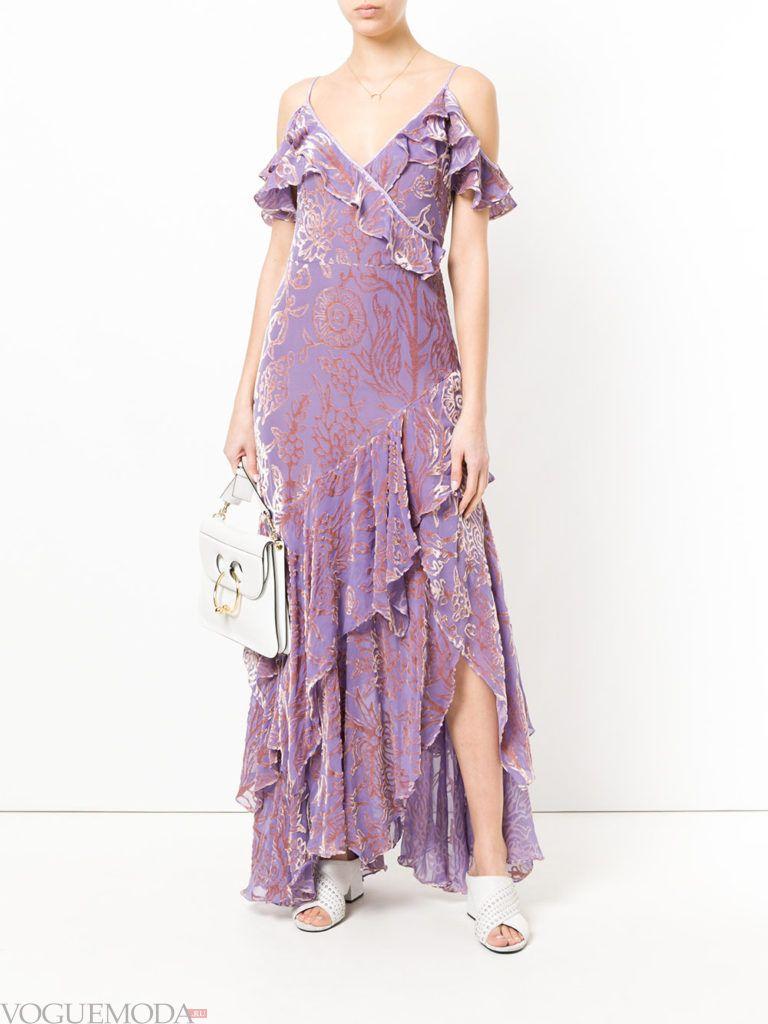 бархатное фиолетовое платье с принтом и оборками