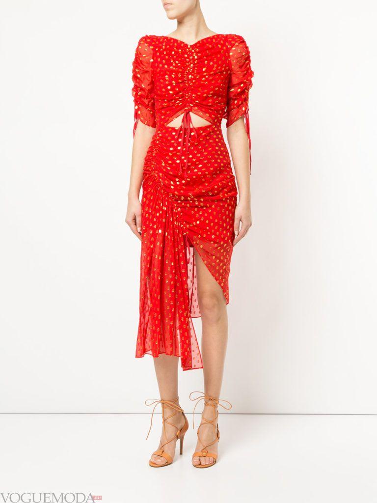 красное платье с принтом и стяжкой