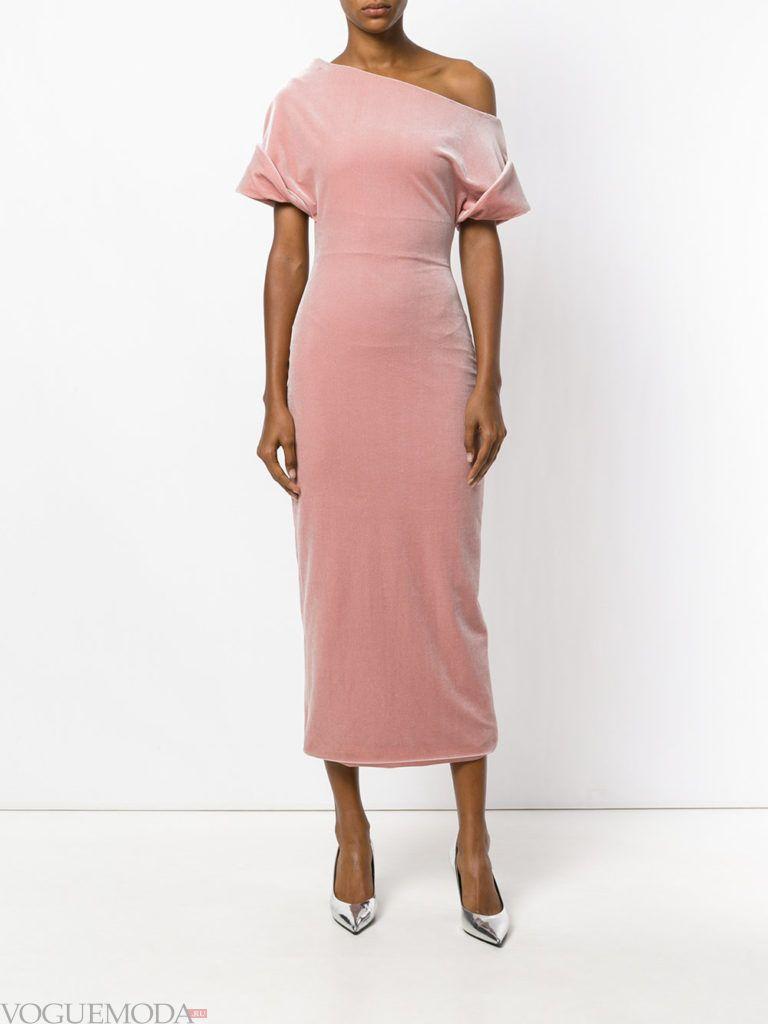 розовое бархатное асимметричное платье