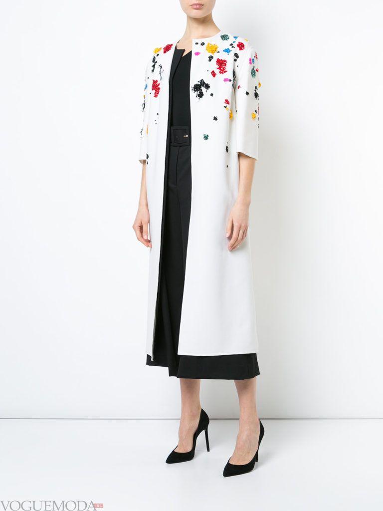 белое пальто с декором