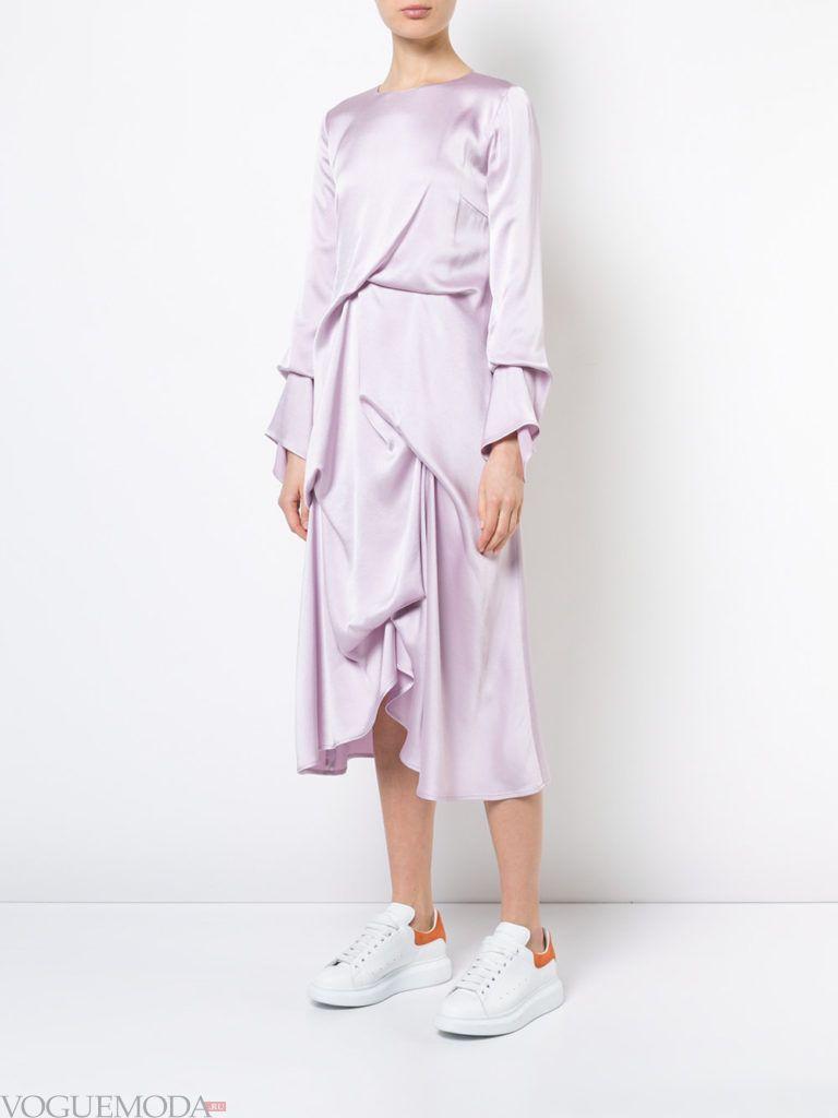 лиловый юбочный асимметричный костюм