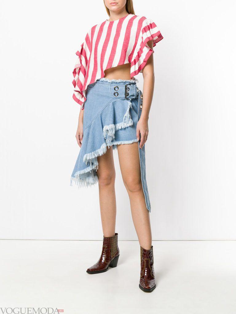 джинсовая асимметричная юбка и полосатая блузка