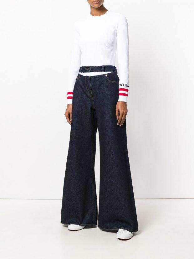 джинсы клеш и белый свитер кому за 30