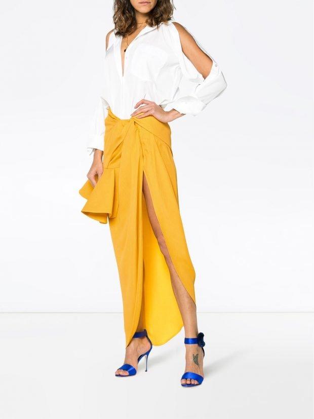юбка с разрезом и блузка с вырезами кому за 30