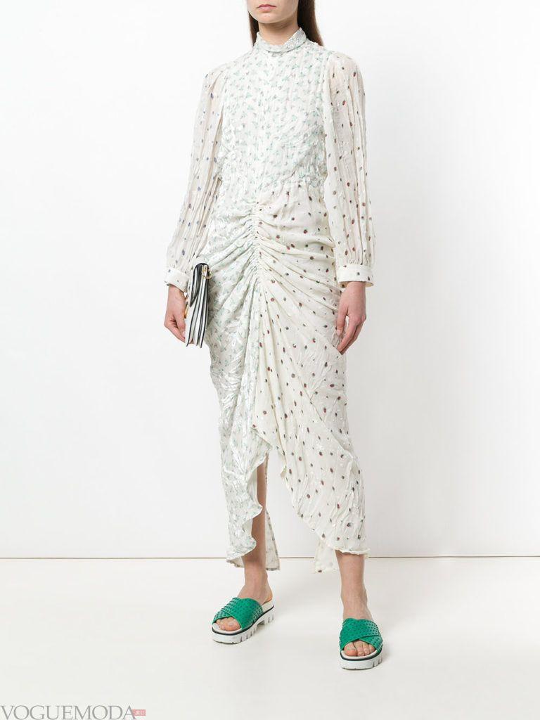 платье макси со сборкой и принтом