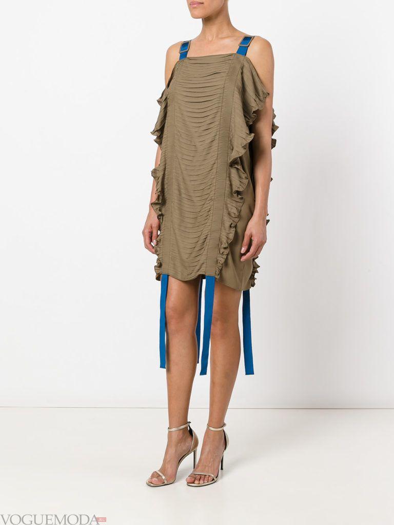 оливковое платье со сборкой