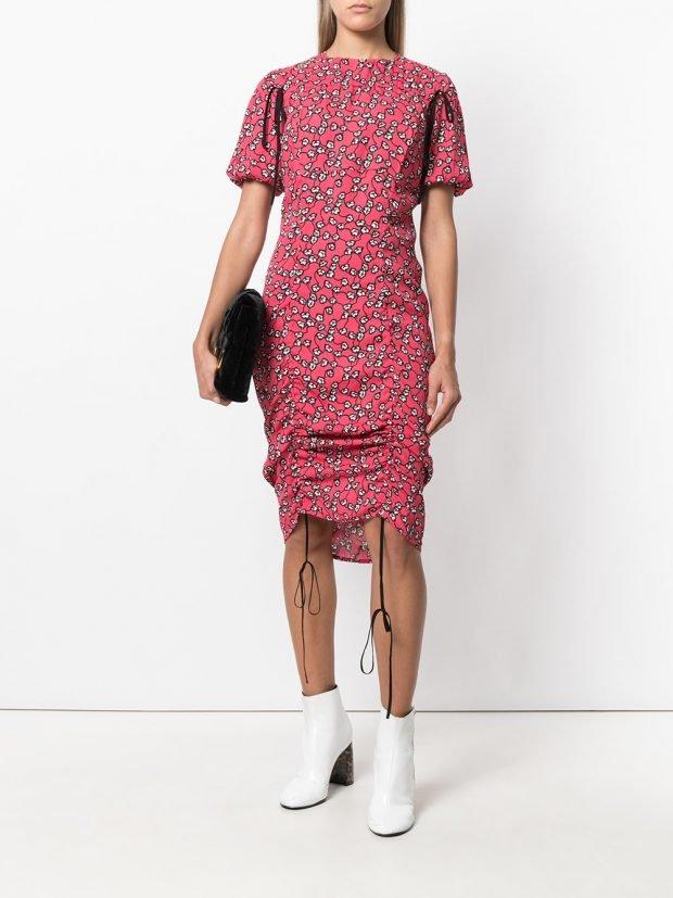 платье с короткими рукавами и сборкой