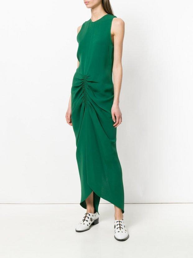 зеленое макси платье со сборкой