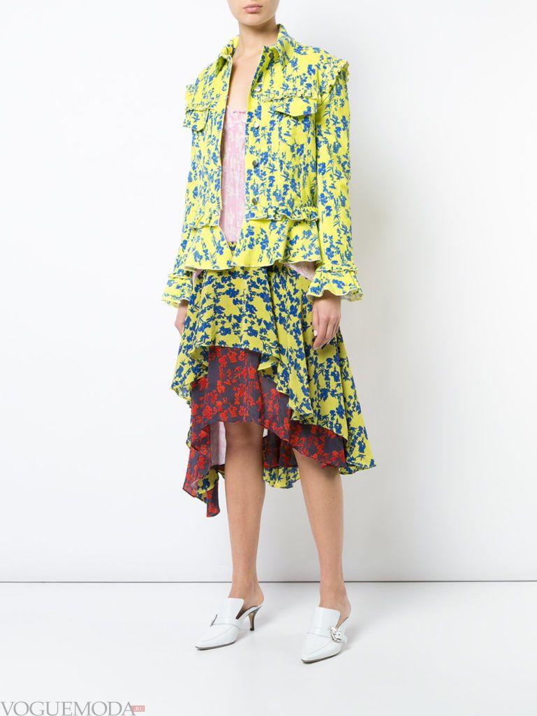 многослойная юбка с притном и пиджак с принтом