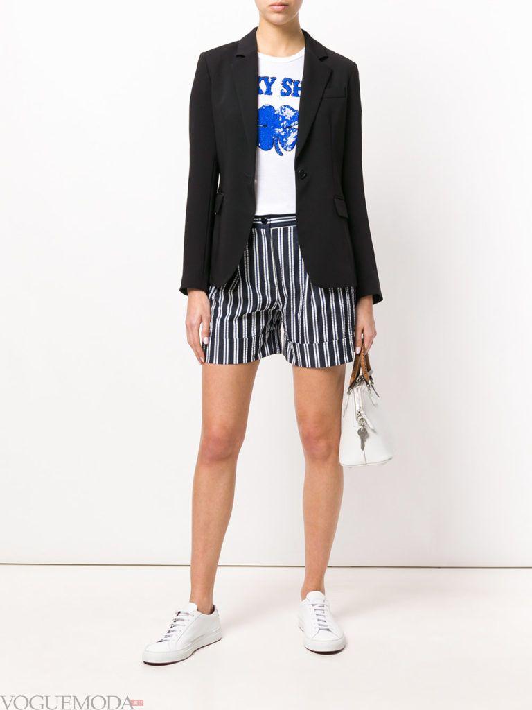 шорты в полоску и черный пиджак