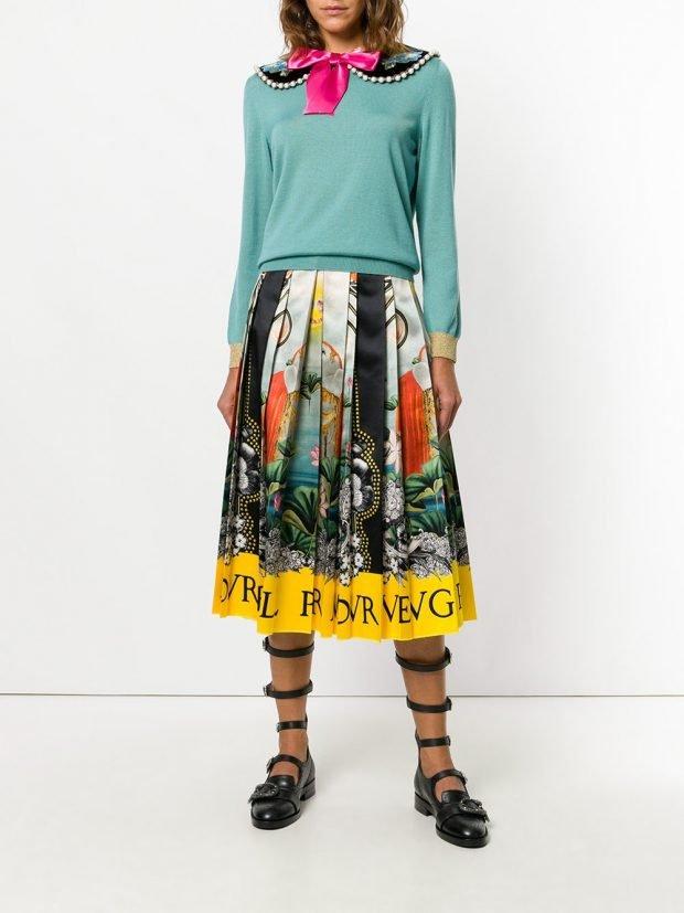 юбка с принтом и кофта с воротником