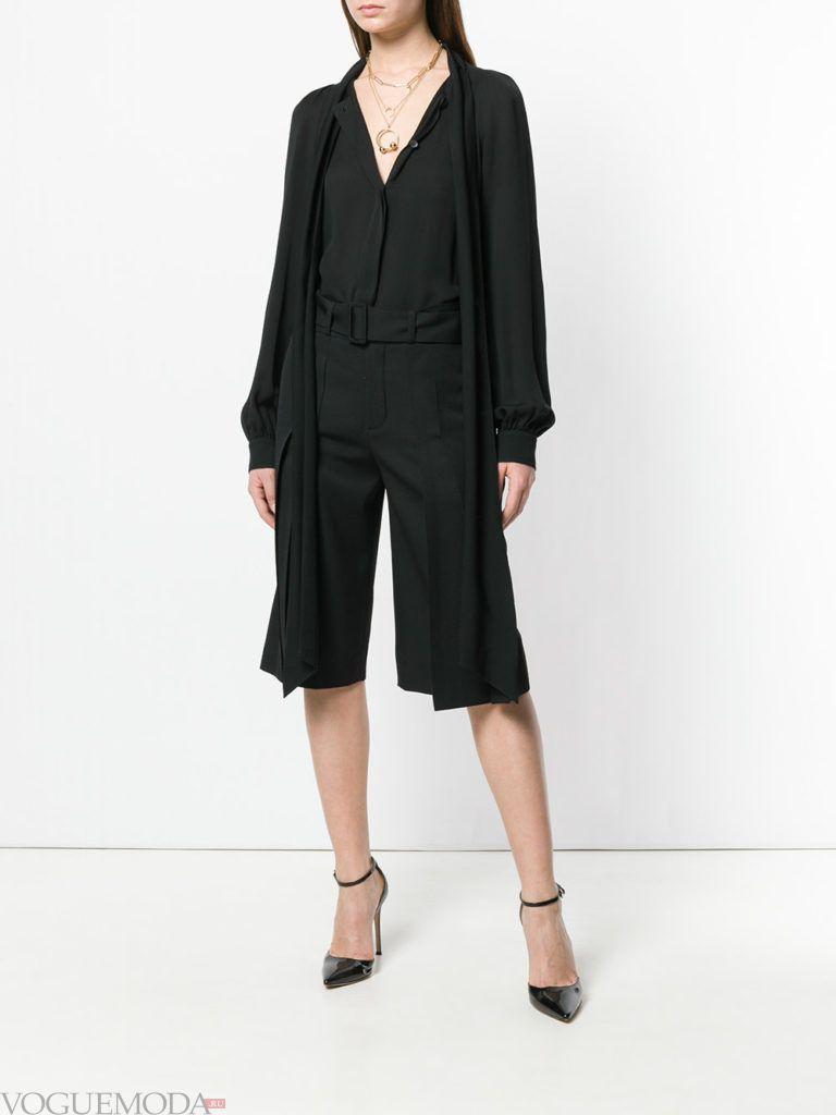 черные шорты и черная блуза весна