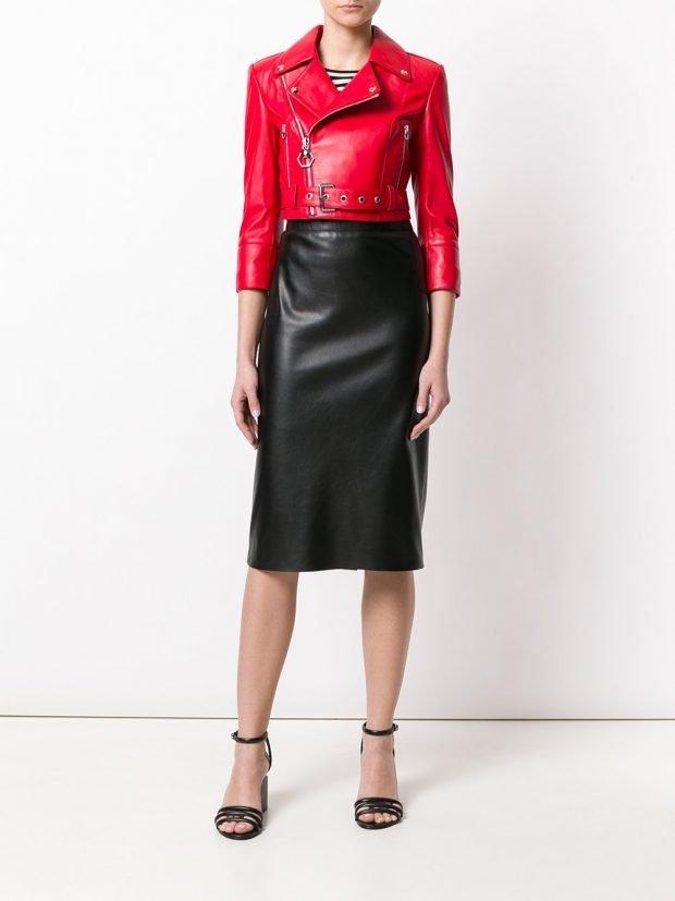 кожаная юбка карандаш и красная косуха весна