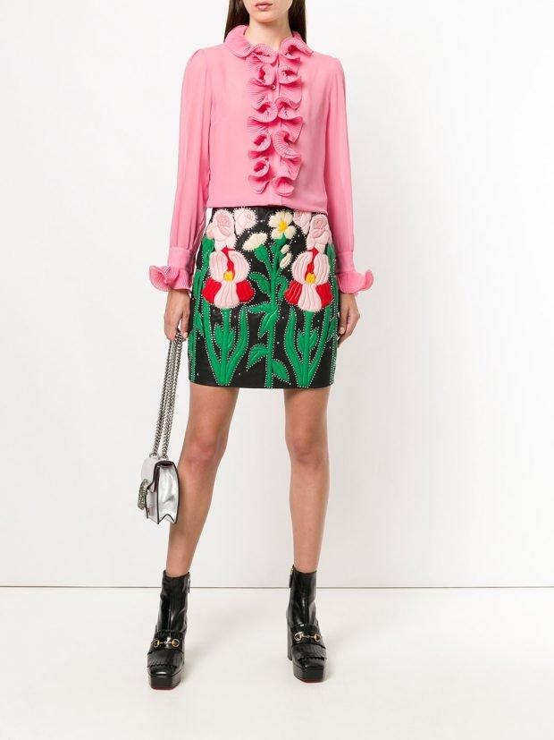 юбка с рисунком и розовая блуза весна