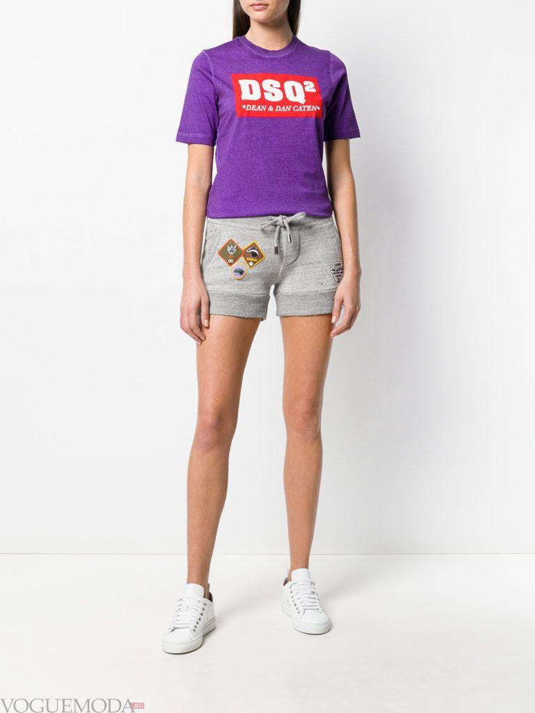серые шорты и футболка лето